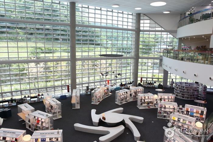 갤러리와 오디오 룸을 능가하는 이색 도서관, 의정부미술도서관과 의정부음악도서관